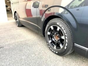 トヨタ黒のハイエースサイドヤマショーオート