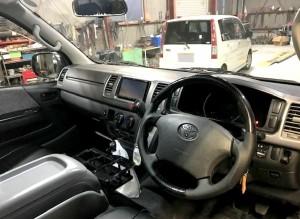 トヨタ黒のハイエース車内ヤマショーオート