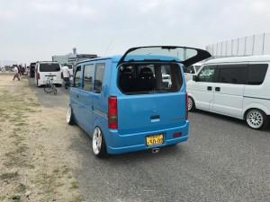 青い軽バンの改造車